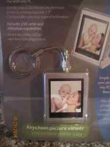 """NEW in Package- Digital PHOTO- 1.5"""" LCD Screen"""