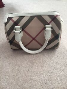 Gently used purse Cambridge Kitchener Area image 2