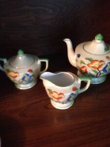 Vintage teapot cream and sugar