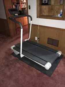 Treadmill - TUNTURI J77P