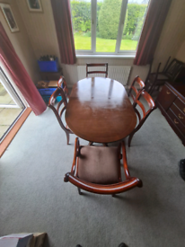 Mahogany extending table&6 chairs (2 carvers)on eagle claw feet £125