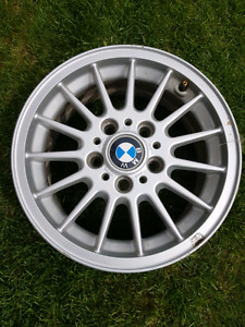 Set of 4 almost new 15x7 BMW rims