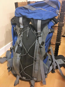 MEC Hiking Camping 60L Backpack - w/ travel cover - Blue Bag