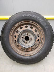 4 pneus d'hiver Goodyear Nordic 185/75R14 89S comme neuf !!!