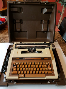 Vintage Smith - Corona Electric Typewriter.