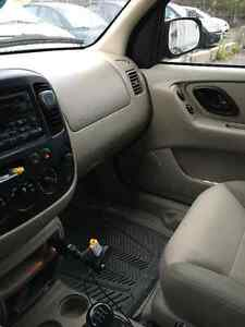 2003 Ford Escape XLS 2000$ or BO SUV w/winter & summer tires Gatineau Ottawa / Gatineau Area image 3