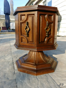 Round Table, Coffee Table, Corner Table, Antique looking Vanity