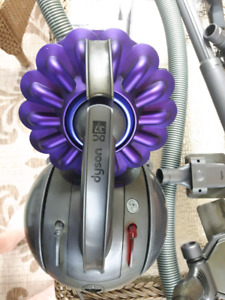 Dyson DC37  Vacuum Cleaner