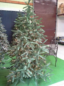NEVER USED, 6 1/2' PRE-LIT(550 CLEAR WHITE BULBS) CHRISTMAS TREE