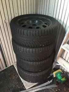 Hankook Icebear W300 Set size 17 - LOTS of Tread left
