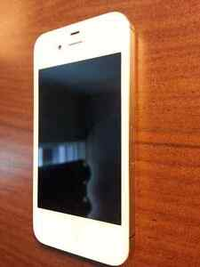White iPhone 4S 8GB (Excellent Condition)