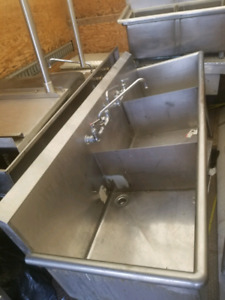 Stainless steel commercial Triple compartment sink!SAVE!Study,!