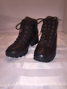 Like New!! Merrell brown women's winter boots Hardly worn