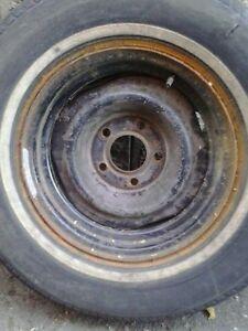 1 rims 15 pouces 5 x 127 avec pneu fini  (flat) 5$
