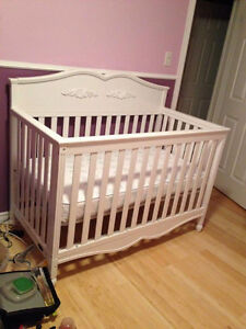 Bassinette et lit double crib and double bed