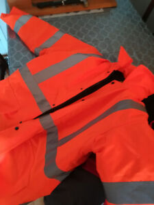 "Men's hi vis ""NEW"" winter coat size Large."