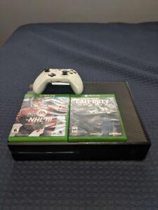 Xbox One 500GB + 1 Manette Blanche + 2 JEUX *VENTE RAPIDE!*