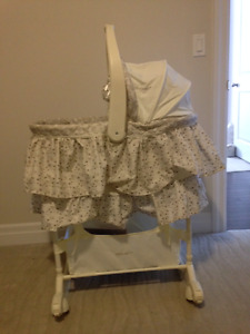 The First Years Bassinet (Neutral Colour)