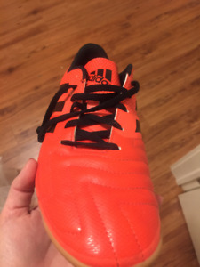 Men's Adidas Size 10 Indoor Soccer Shoes - Like NEW