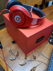 Beats studio headphones hardly used