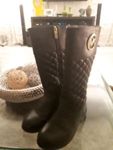 GORGEOUS MICHAEL KORS KIDS BOOTS!