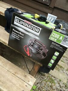 MotoMaster Eliminator PowerBox 2000A 700W Battery Inverter