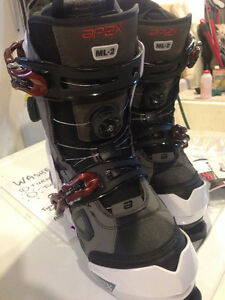 BRAND NEW WOMENS SKI BOOTS APEX ML-2