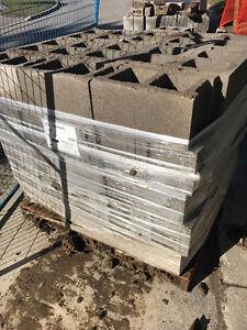 2 skids of new cinder blocks! 10' (25cm) cheap