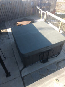 MAAX SPAS 371 Model Hot tub for Sale.
