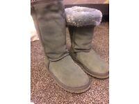 Ugg grey boots 3.5