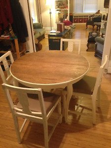 Vintage looking round table and chair set
