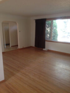 Clean, 2 bed upstairs suite in Argyl