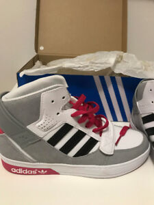 NEW. Adidas Kids High-Top Sneaker Size 4.5