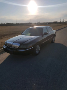 REDUCED 2004 Lincoln Town Car Ultimate