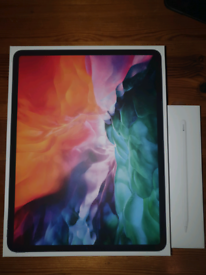 "iPad Pro 12.9"" (4th Gen) 128GB with Apple Pencil + Keyboard and M"