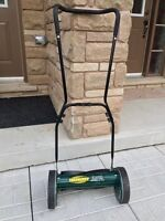 ^^^^^^^ FOR SALE LIKE NEW MANUAL PUSH LAWNMOWER ^^^^^^^