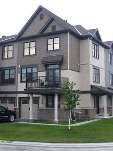 IMPECCABLE TOWNHOME FOR RENT PER SEPTEMBER 1ST - PLENTY UPGRADES
