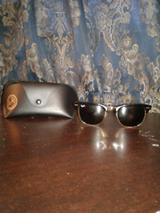 100% Authentic Ray-Ban Clubmaster black and gold 51 21