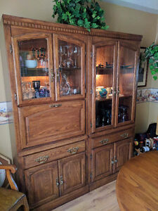 Beautiful Matching Hutch Set