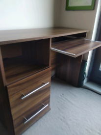 Small wooden 2 drawer desk