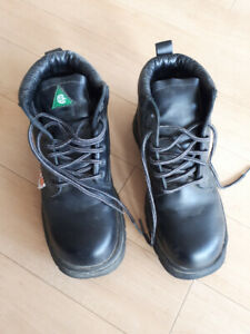 Women's CSA approved steel toe safety boots.