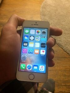 White iPhone 5s 16GB locked to Rogers/Chatre