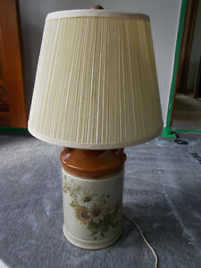 belle lampe de table