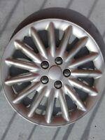 Enjoliveur de roue (1 seulement), 17 pouces, bon état.