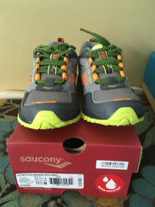 New Saucony sneakers size 11.5 boys. Brand new