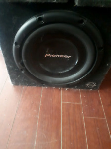 """$100 12 """" subwoofer in box. With amp and 2 6x9 speakers"""