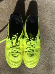 Nike Tiempo soccer cleats youth  size 2