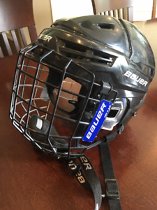 Complete set of PeeWee hockey gear for 11/12 year old