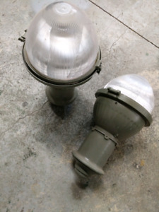 Outdoor post light great condition