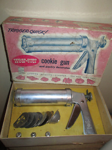 1950's, WEAR-EVER Cookie Press & Decorator - In original Box